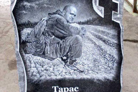 Памятник скала из гранита на могилу