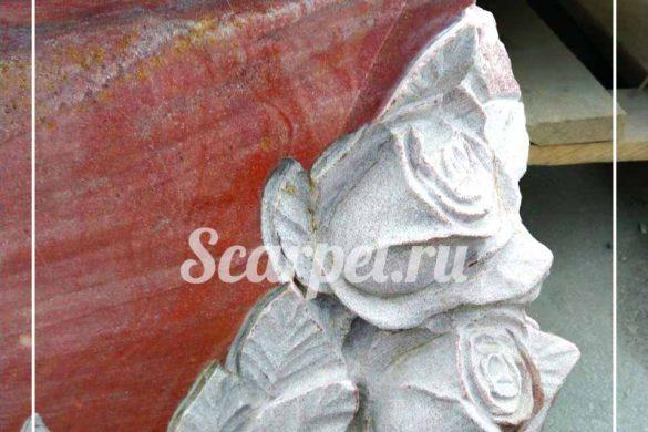 Памятник с розами из гранита